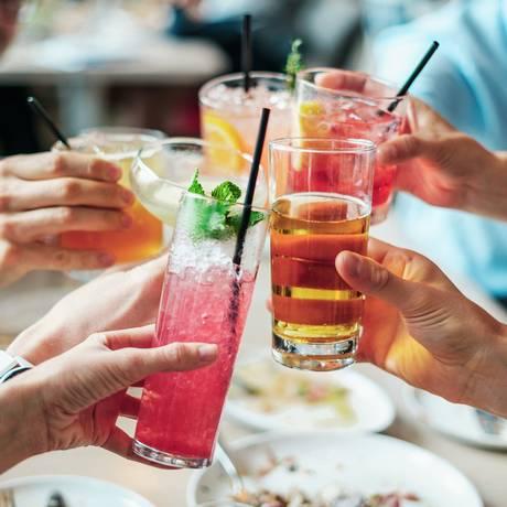 Ingestão de bebidas alcoílicas é um dos fatores de risco para desenvolvimento de cânceres - incluindo os mais comuns, como de mama Foto: Pixabay