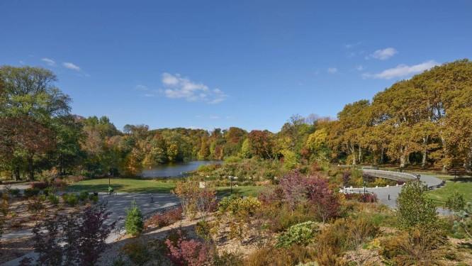 Vista geral, no outono, do Prospect Park, um dos locais preferidos dos turistas no Brooklyn, bairro de Nova York Foto: Martin Seck / Agência O Globo