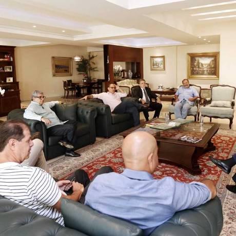 Representantes da Ferj e dos clubes durante reunião nesta quarta-feira Foto: Úrsula Nery/Agência FERJ