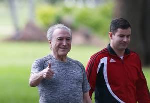 O presidente Michel Temer durante caminhada no Palácio do Jaburu Foto: Ailton de Freitas / Agência O Globo/4-1-18
