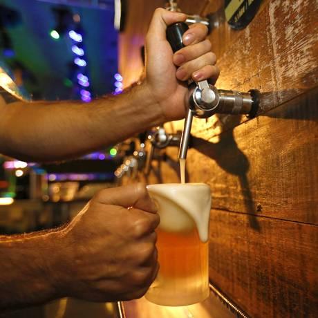 Consumo de bebidas alcoólicas por adolescentes será monitorado mais de perto Foto: Marcelo de Jesus / Agência O Globo