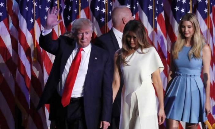 Trump e Melania no discurso após republicano vencer a eleição Foto: Reprodução