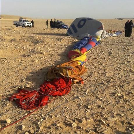 A queda de um balão na cidade egípcia Luxor matou um turista sul-africano e deixou outras 12 pessoas feridas Foto: STRINGER / AFP