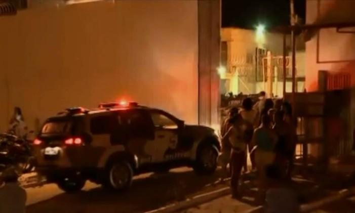Viatura da polícia entra no Complexo Penitenciário de Pedrinhas, no Maranhão, para conter rebelião em setembro de 2016 Foto: Reprodução/Tv Mirante