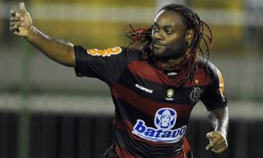 Love tem duas passagens pelo Flamengo Foto: Vipcomm/Divulgação