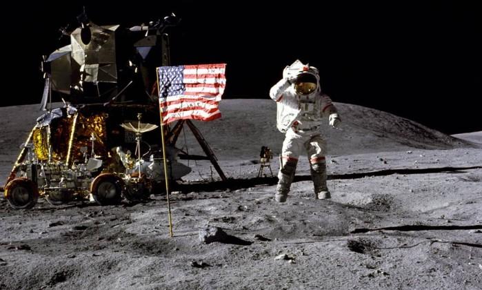 Morreu o astronauta John Young, pioneiro das saídas no espaço