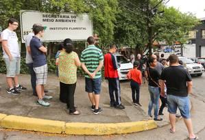 Pessoas fazem fila para vacinação contra a febre amarela em posto de saúde próximo ao Horto Florestal, na Zona Norte de São Paulo Foto: Jales Valquer / Agência O Globo (21/10/2017)