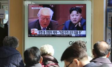 Donald Trump e Kim Jong-un travam batalha retórica Foto: Ahn Young-joon / AP