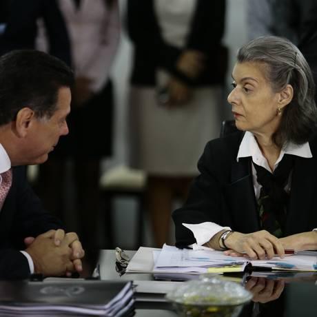 A presidente do STF, Cármen Lúcia, e o governador de Goiás, Marconi Perillo Foto: Jorge William/Agência O Globo