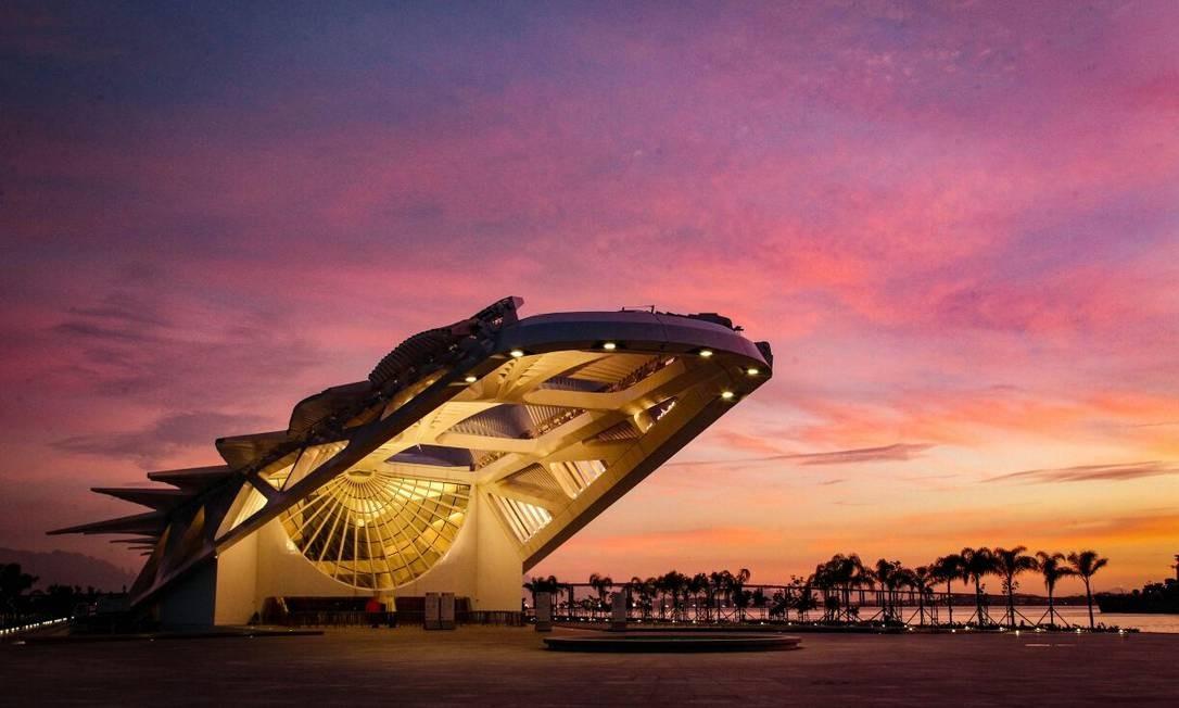 O amanhecer no Museu do Amanhã, na Praça Mauá Foto: Pedro Teixeira / Agência O Globo