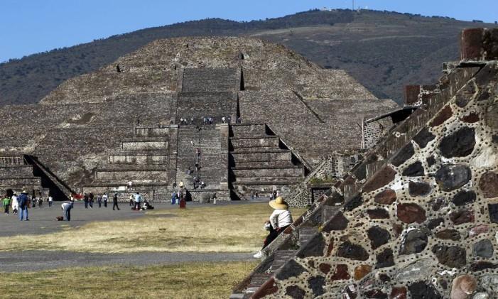 """Pirâmides de Teotihuacan, local de visita """"obrigatória"""" a 40 km ao Norte da Cidade do México Foto: Custodio Coimbra / Agência O Globo"""