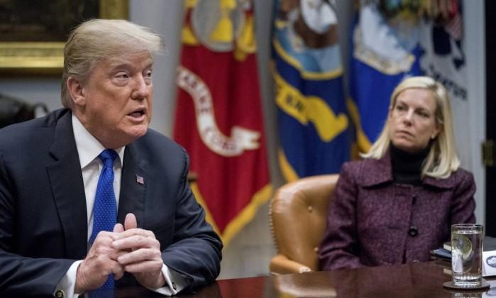 Administração Trump diz que 200.000 salvadorenhos têm de sair dos EUA