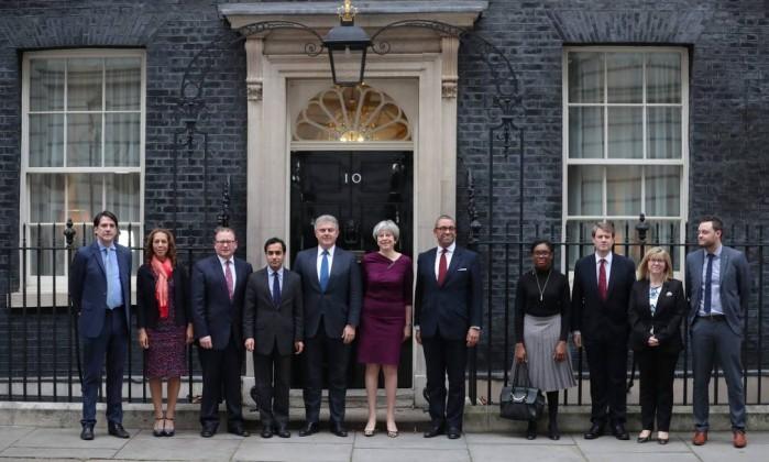 Premier britânica trocará ministros para dar fôlego à condução do Brexit