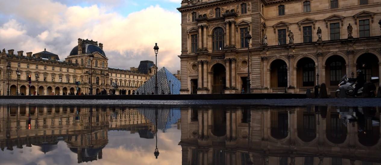 O Louvre, em Paris: museu mais visitado do mundo aumentou em 10% a frequência de visitantes ao longo de 2017 Foto: GUILLAUME SOUVANT / AFP