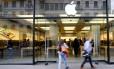Pessoas foram retiradas de loja da Apple em Zurique Foto: ARND WIEGMANN / REUTERS