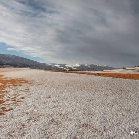 As dunas do deserto do Saara cobertas pela neve Foto: Karim Bouchetata