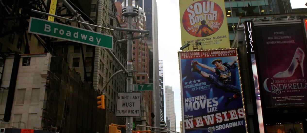 A Broadway, na Times Square, em Nova York: 19 espetáculos na promoção que dá dois ingressos na compra de um, para turistas hospedados em lista de hotéis da cidade Foto: Karin Duarte / Agência O Globo