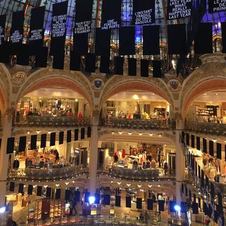 Galeries Lafayette, em Paris: loja de departamentos do século XIX é ponto turístico da capital francesa e oferece descontos de até 70% no inverno Foto: Marina Gonçalves / Agência O Globo