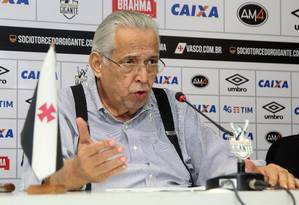 Eurico Miranda admite que pode pegar empréstimo para pagar salários atrasados no Vasco Foto: Paulo Fernandes/Vasco.com.br