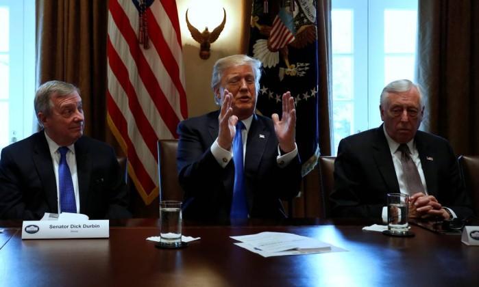 Trump pede US$ 18 bilhões para construir muro na fronteira