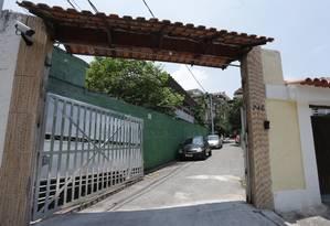 Na Rua Firmino do Amaral, há uma escada de passagem para a Francisca Sales Foto: Boerto Moreyra