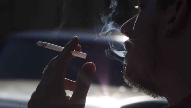 Fumante na rua: produto tem alta taxa de conversão Foto: Antonio Scorza/23-06-2014