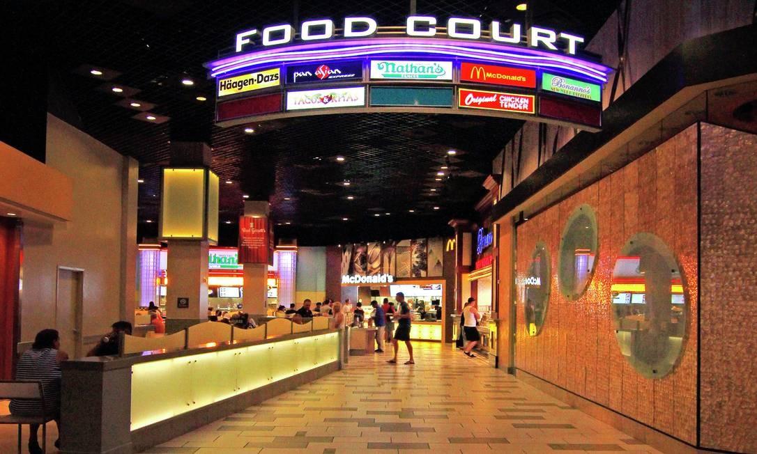 Área de restaurantes do hotel, conhecido também pelos cassinos e por sediar memoráveis lutas de boxe e de MMA Foto: Ken Ozawa / mgmgrand.com