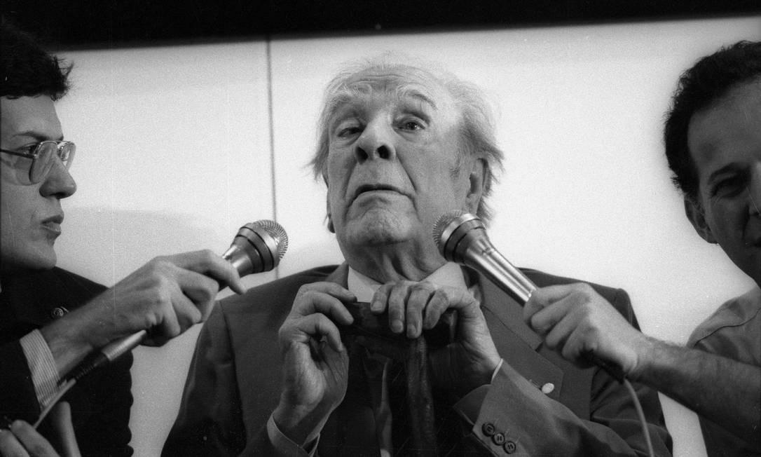 Jorge Luis Borges participa de um debate em São Paulo, em 1984 Foto: Silvio Correa / Agência O GLOBO