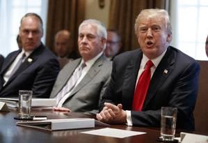 O presidente americano em reunião nessa quarta-feira. Foto: Evan Vucci / AP