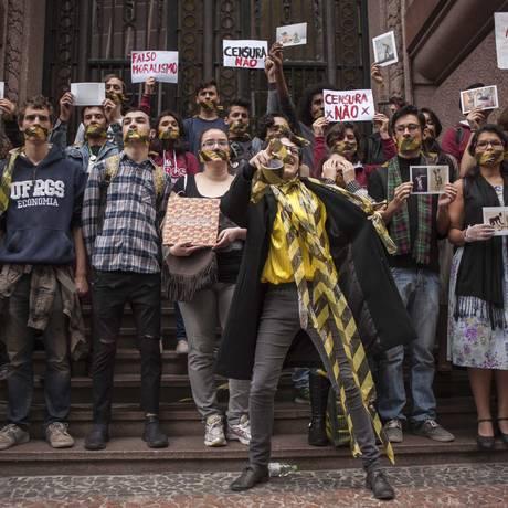 Protesto no Santander Cultural, em 12 de setembro, contra o encerramento da
