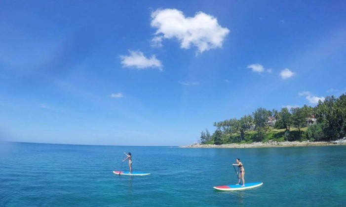 Stand up paddle na Ilha de Phuket, na Tailândia Foto: Skylas / divulgação