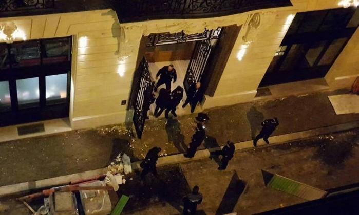 Paris. Hotel assaltado por homens armados com machados