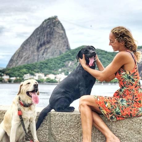 À frente dos perfis Caopanheirolabra, com Polo e Mika, Cecília está em primeiro dia de bate-papo Foto: Arquivo Pessoal / Divulgação