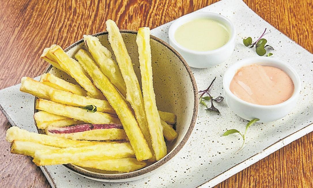 Crocantes. Os palitinhos de batata-doce do Gurumê (2567-5092) são servidos com maionese ao wasabi e molho rosé por R$ 15 Divulgação/Tomas Rangel