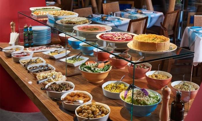 As saladas servidas no almoço do restaurante Foto: b2! Comunicação / Divulgação