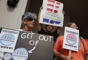 Manifestantes pró-Daca protestam contra fim do decreto contra os jovens imigrantes, na Flórida Foto: JOE RAEDLE / AFP