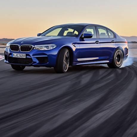 Fazer drift com um carro potente parece fácil... só parece! Foto: Divulgação
