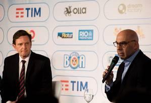 O prefeito Marcelo Crivella se reuniu com o presidente da RioTur, Marcelo Alves Foto: Parceiro / Liana Lopes / FramePhoto / Agência O Globo