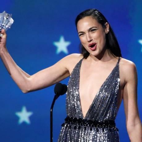 A atriz Gal Gadot recebeu o prêmio #See Her Foto: MARIO ANZUONI / REUTERS