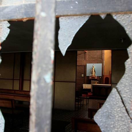 Um dos locais atingidos pelos ataques em Santiago, no Chile Foto: STRINGER / REUTERS