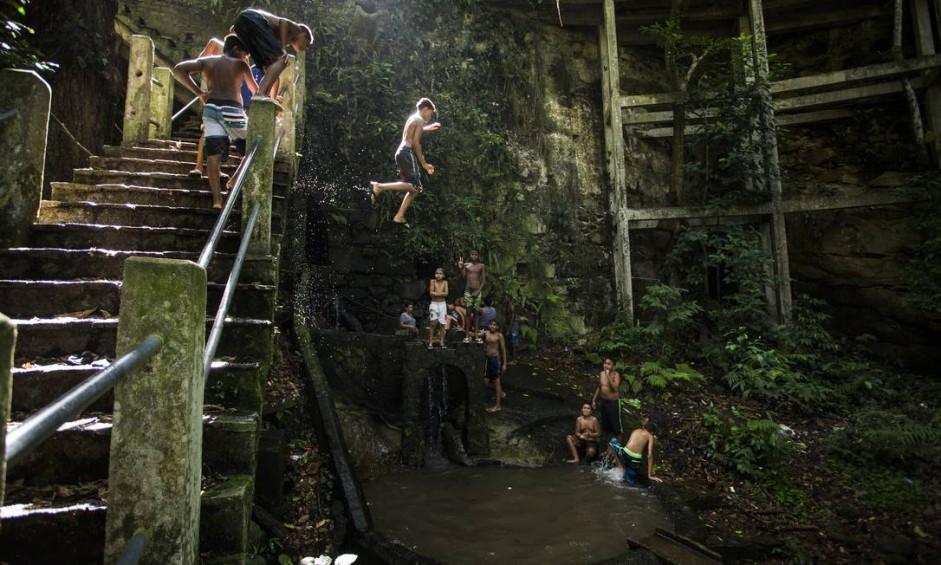 Pequeno, degradado, mas de grande importância histórica, ambiental e cultural, o Rio Carioca, considerado o primeiro provedor de água potável para o Rio de Janeiro, será também o rio percursor do estado a virar patrimônio Foto: Guito Moreto / Agência O Globo