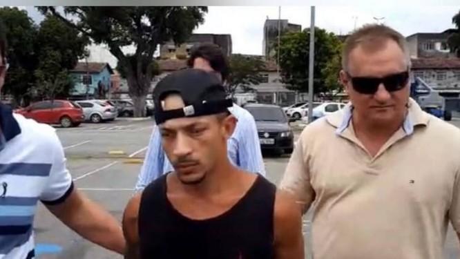 Igor, de camiseta preta, foi preso nesta sexta-feira Foto: Reprodução