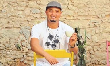 Dois cafés e a conta com Carlos Honorato Foto: Mauro Ventura / O Globo