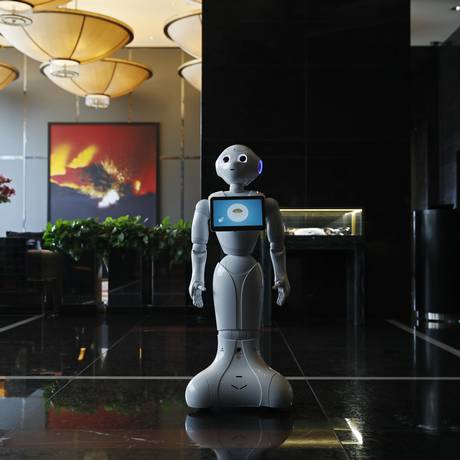 Pepper, o robozinho de olhos arregalados que atende hóspedes de um hotel em Las Vegas: tecnologia para facilitar cada vez mais a vida dos hóspedes Foto: John Locher / AP