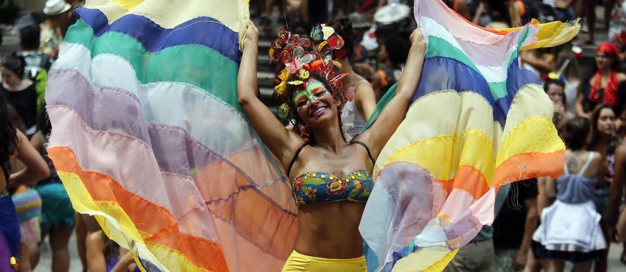 """A 'pernalta' Raquel Poti coloriu o desfile do """"Multibloco"""", no Centro, no fim de semana passado, que abriu o carnaval carioca Foto: Marcos de Paula / Agência O Globo"""