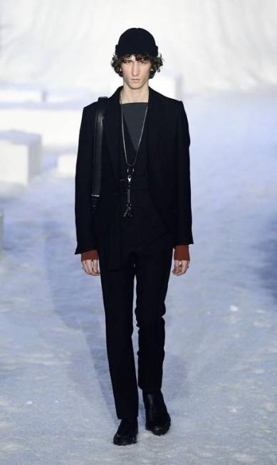 Com um cenário bem propício ao momento de frio extremo que vive o hemisfério norte, a Ermenegildo Zegna mostrou uma coleção de casacos pesados na semana de moda de Milão MIGUEL MEDINA / AFP