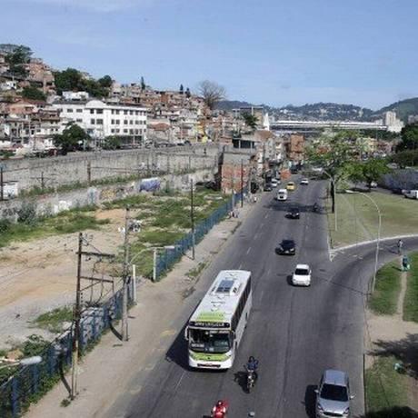 Vista da favela da Mangueira e da Avenida Radial Oeste Foto Foto: Rafael Moraes