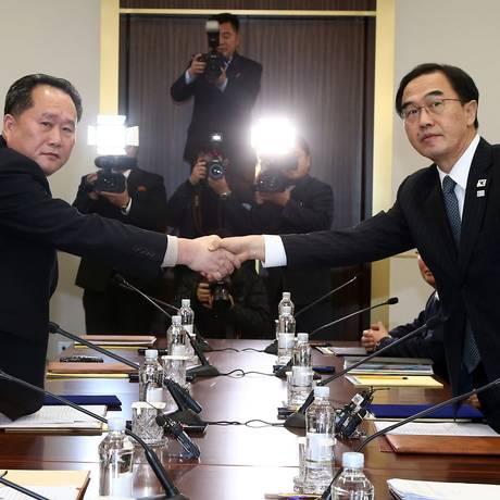Representantes de Seul e Pyongyang se reuniram na terça-feira pela primeira vez em mais de dois anos Foto: AP