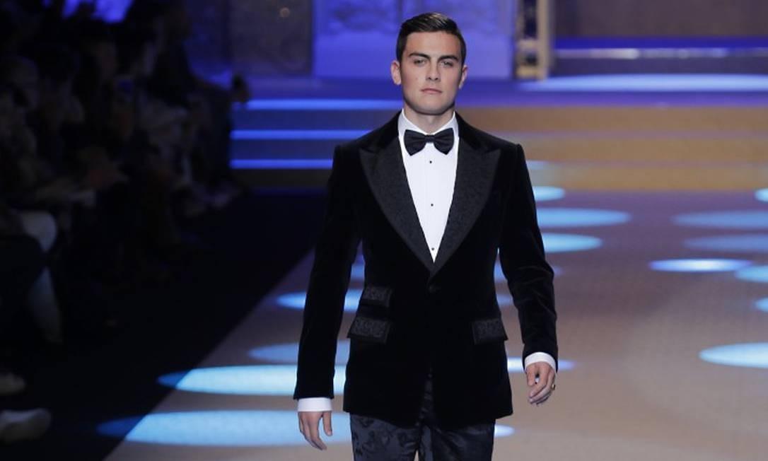 Paulo Dybala tem 24 anos, joga no time italiano da Juventus e foi a grande estrela do desfile Antonio Calanni / AP