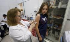 Vacinação no posto Dr Armando de Sá Couto, no Centro de Teresópolis Foto: Domingos Peixoto / Agência O Globo